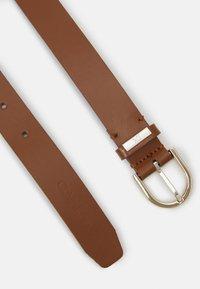 Calvin Klein - ROUND BELT - Belt - cognac - 1