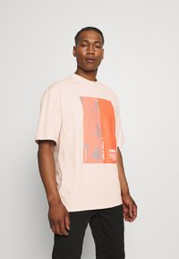 NU-IN - IMPACT UNISEX - Print T-shirt - pink - 0