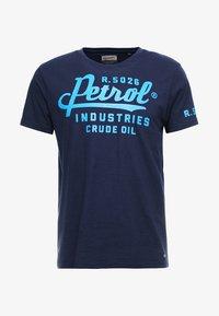 Petrol Industries - T-shirt con stampa - deep capri - 4