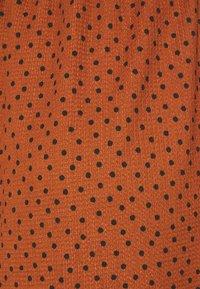 MAMALICIOUS - MLNILLE DRESS - Žerzejové šaty - glazed ginger/black dots - 2