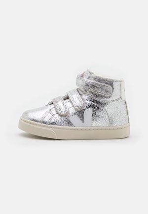 SMALL ESPLAR MID  - Sneakers hoog - silver/white