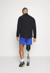 Nike Performance - Nike RUN Division ECOFILL CREW DWR - Laufjacke - black/silver - 2