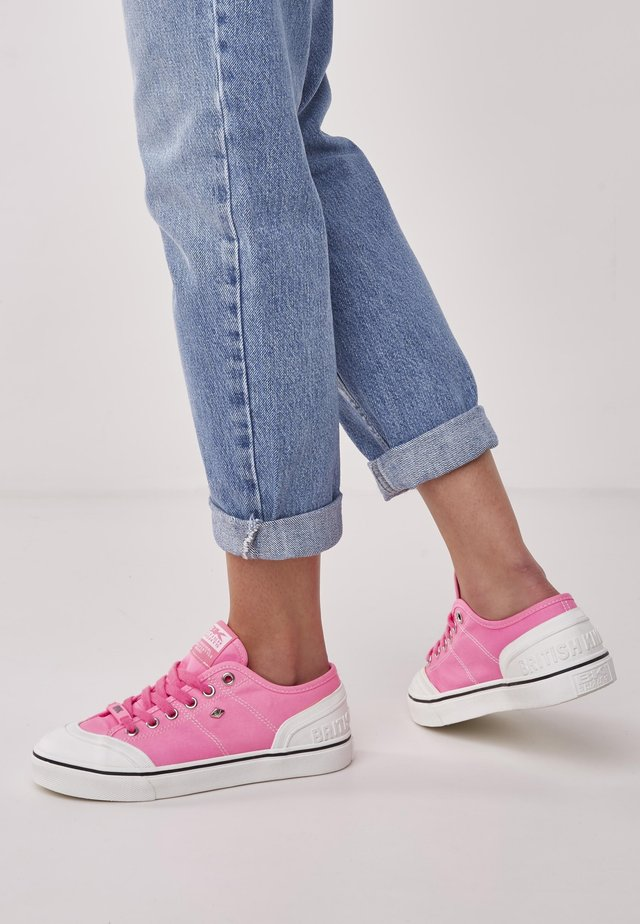 Baskets basses - neon pink