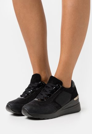 ERIQA - Trainers - black