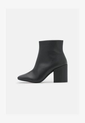 WIDE FIT HOLLIS - Ankle boot - black