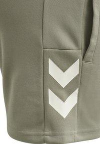 Hummel - Sports shorts - vetiver - 7