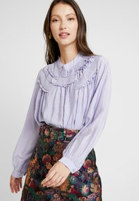 Lost Ink - SHIRRED DETAIL FRONT BLOUSE - Blus - purple - 0