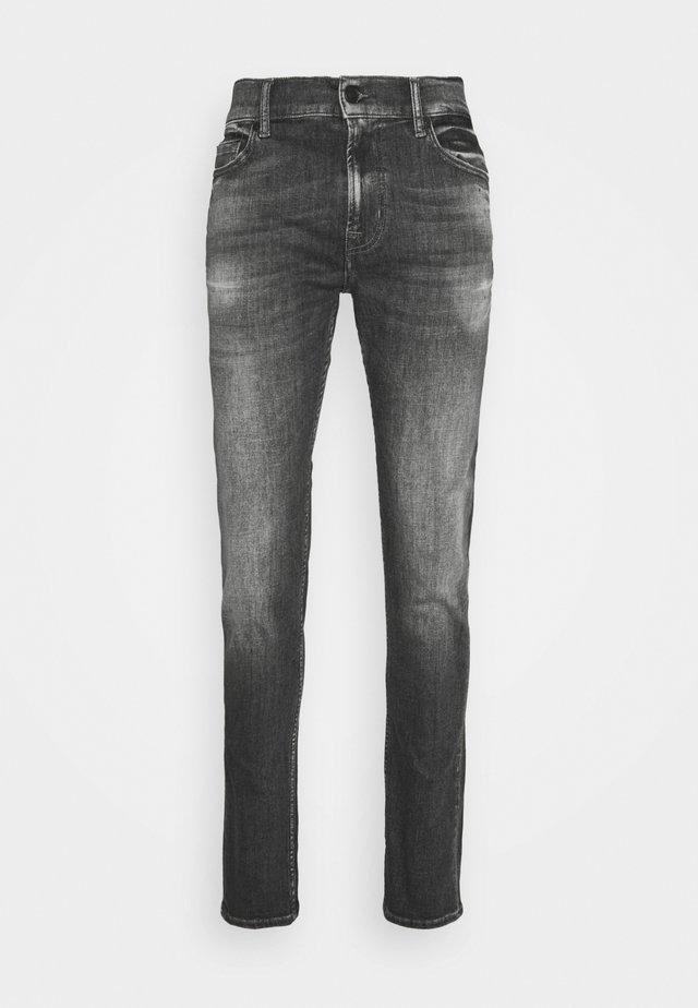 RONNIE STRETCH TEK MASSIVE - Slim fit jeans - dark grey