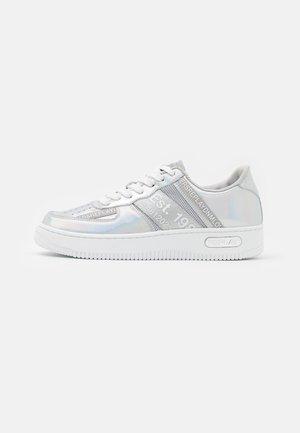 MILO - Sneakersy niskie - silver