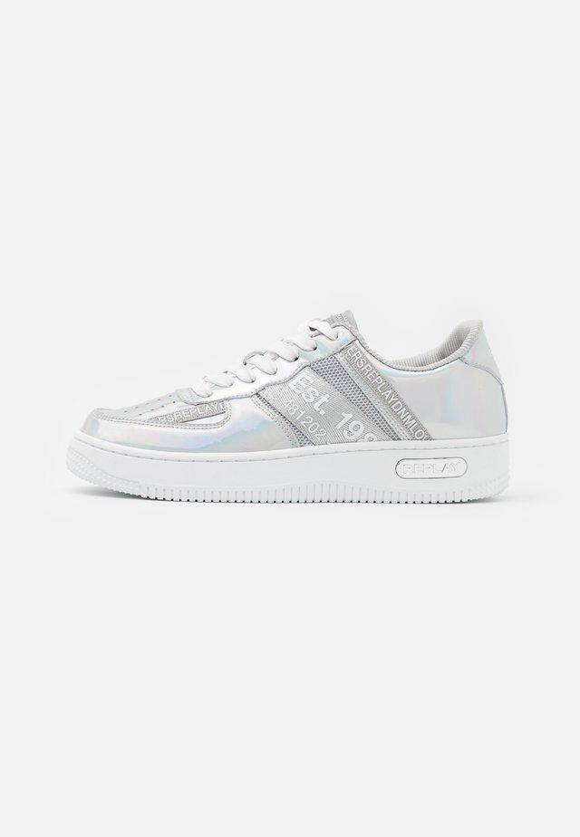 MILO - Sneakers laag - silver