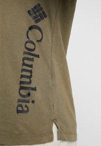 Columbia - CSC™ PIGMENT TEE - Print T-shirt - olive green - 4