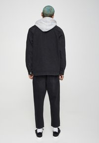 PULL&BEAR - JEANSHEMD MIT STOFFKAPUZE 05714505 - Denim jacket - mottled black - 2