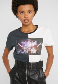 Pinko - SEMIFREDDO - T-shirt z nadrukiem - nero/bianco - 5