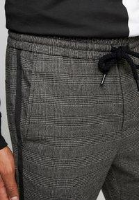 Only & Sons - ONSLINUS PANT CHECKS - Trousers - medium grey melange - 4