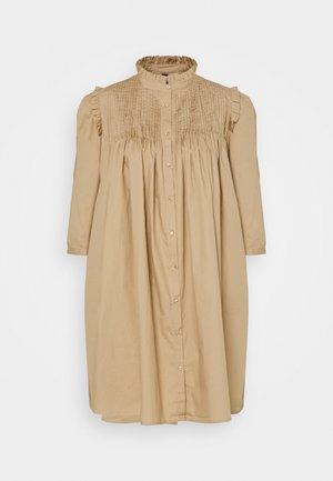 YASROBBIA DRESS - Skjortekjole - tannin