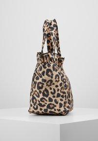 Loeffler Randall - TOTE - Kabelka - leopard - 3