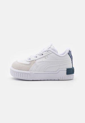 CALI SPORT FIREWORKS AC - Sneakers laag - white/elektro blue