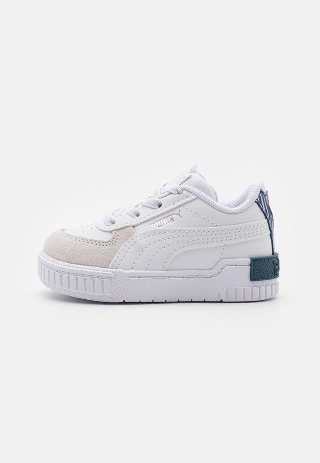 CALI SPORT FIREWORKS AC - Sneakersy niskie - white/elektro blue