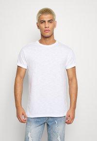 Topman - 5PACK - T-shirts basic - white/dark blue/blue - 2