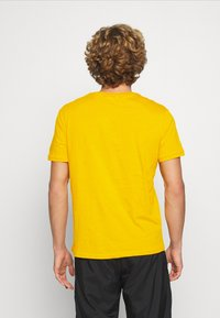 YOURTURN - T-shirt med print - yellow - 2
