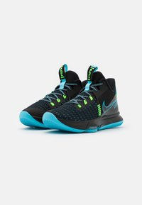 Nike Performance - LEBRON WITNESS V - Basketball shoes - black/lagoon pulse/green strike - 1