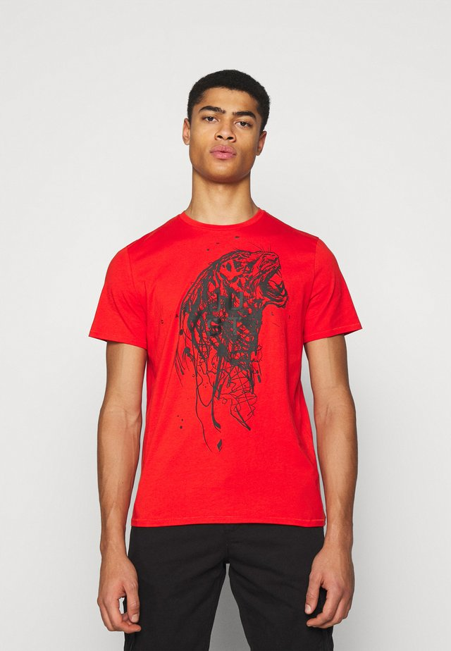 T-shirt con stampa - oxy fire