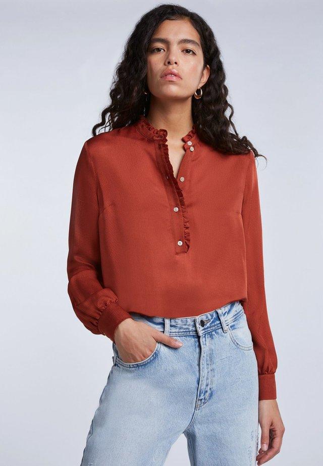FEMININE - Button-down blouse - maroon