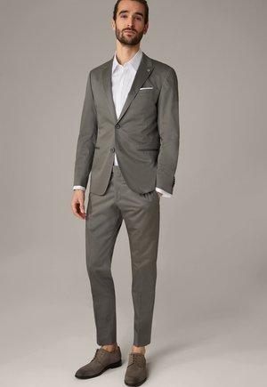 SET - Suit - grau