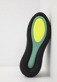 Nike Sportswear - MX-720-818 FOA - Sneakersy niskie - black/grey/volt - 4