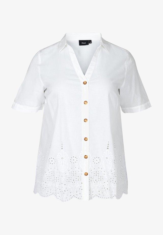 MIT LOCHSTICKEREI - Overhemdblouse - white