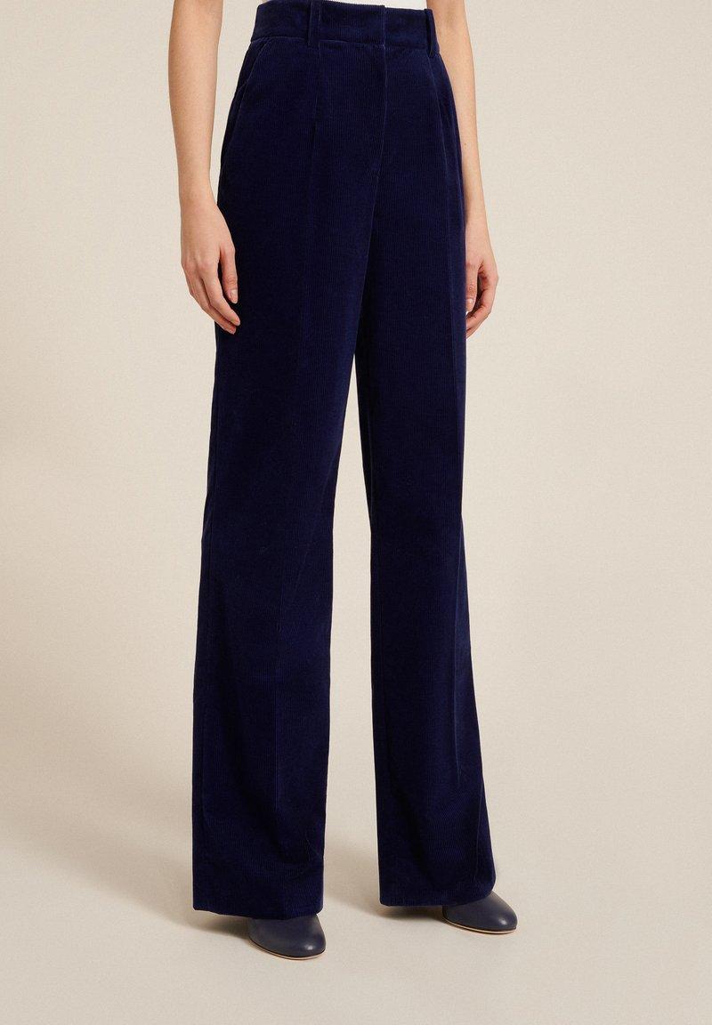 Luisa Spagnoli - OUTFIT - Trousers - blu