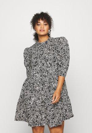 TIERED SMOCK DRESS WITH HALF DRESS - Jurk - mono