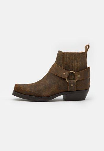 Cowboy/biker ankle boot - roc whisky