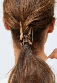 OYSHO - TORTOISESHELL-EFFECT - Hair styling accessory - beige - 1