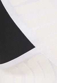 P.E Nation - FRONT RUNNER BRA - Medium support sports bra - black - 2