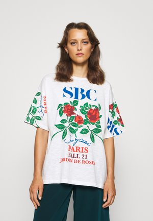 Camiseta estampada - cloudy white