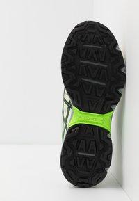 ASICS - GEL VENTURE 7 - Sneakers - birch/black - 4