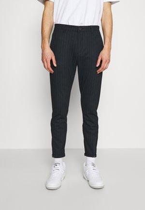PISA PANT - Pantalones chinos - navy