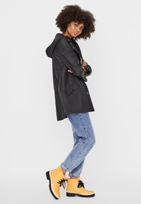 Vero Moda - VMSHADY COATED JACKET PI - Parka - black - 1