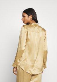 ASCENO - THE LONDON TOP - Pyjama top - antique gold - 2