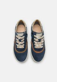 Geox - KILWI BOY WWF - Sneakers laag - navy - 3