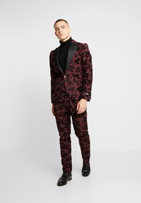 Twisted Tailor - KADI FLORAL FLOCK SUIT - Suit - burgundy - 1