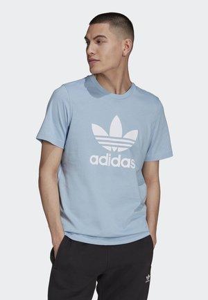 TREFOIL T-SHIRT ORIGINALS ADICOLOR - Camiseta estampada - ambient sky/white