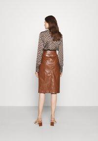 Marella - BARBIAN - Pouzdrová sukně - cuoio - 2