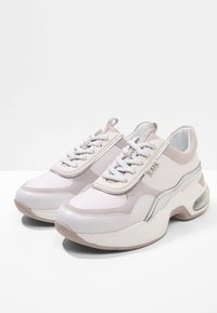 KARL LAGERFELD - LAZARE  - Sneakers laag - white - 4