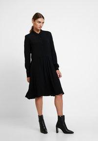 Minimum - BINDIE DRESS - Shirt dress - black - 0