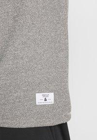 Jack & Jones PREMIUM - JPRBLAZAYN TEE CREW NECK - T-paita - cool grey - 5