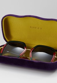 Gucci - Sluneční brýle - green/red - 2