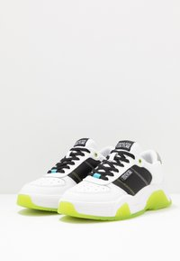 Versace Jeans Couture - Sneaker low - white/green - 2