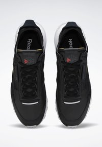 Reebok Classic - CLASSIC LEATHER LEGACY SHOES - Baskets basses - black - 1